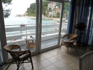 ap2-2-1bedroom-2-4-pax-40m2-balcony-seafront_322_7