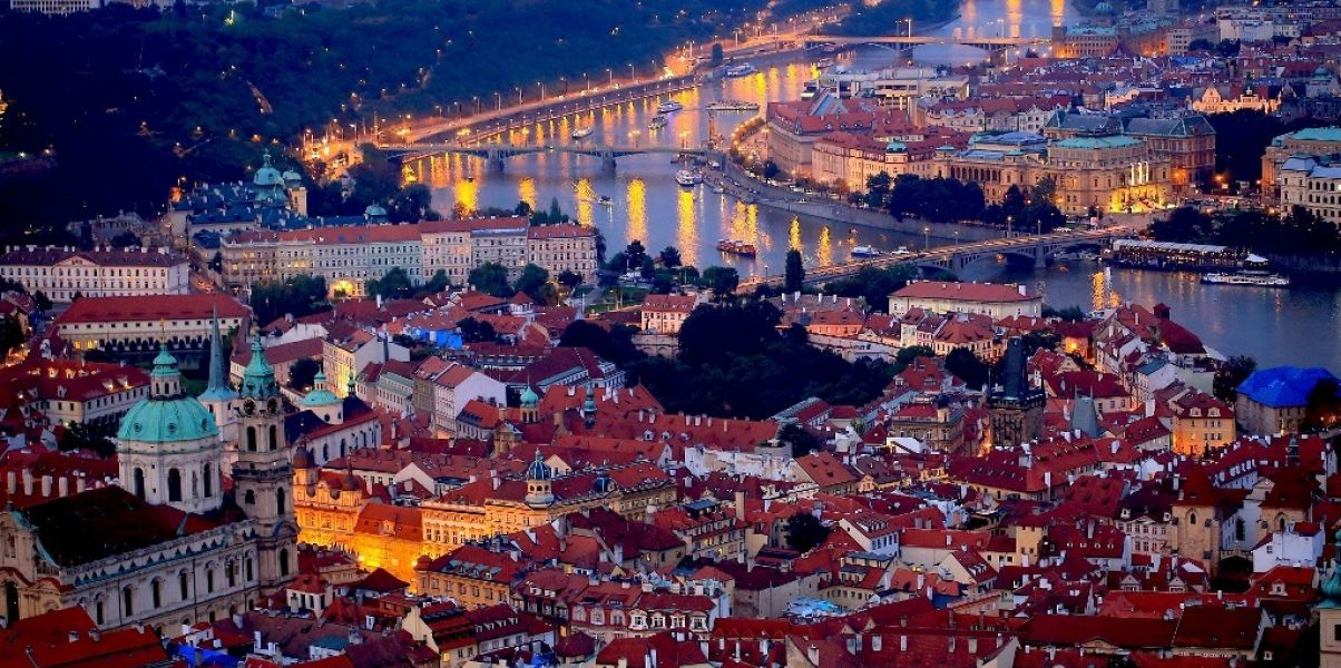 prague-night-689897_1920